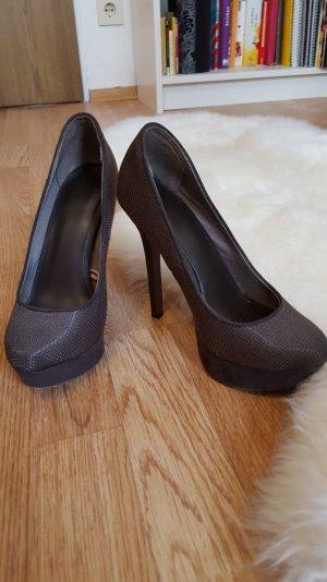 braune high heels für einen perfekten Auftritt