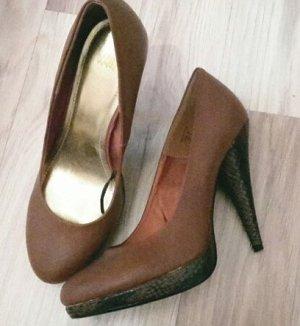 Braune High Heels Schlange