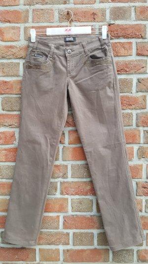 Braune Jeans mit eingesteppten Muster