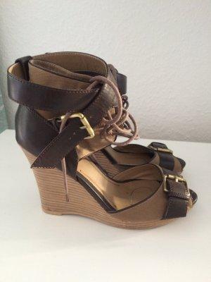 Braune Keilabsatz Sandalen