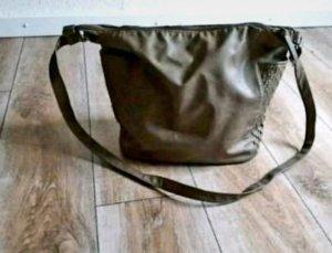 Braune Kunstlederhandtasche