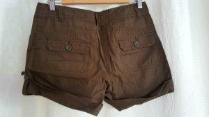 Braune kurze Shorts mit Taschen