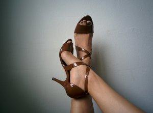 Braune Lackleder Sandaletten *Di Sandro*