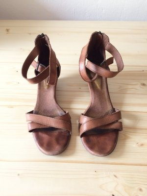 Goldmarie Strapped Sandals light brown