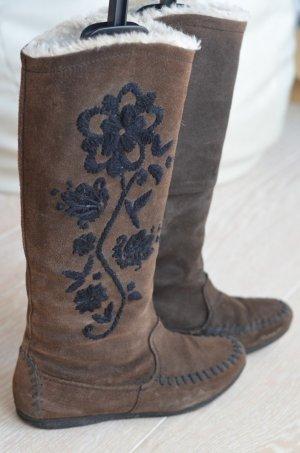 Braune Moccasin Winterstiefel mit Stickerei