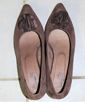 Pointed Toe Pumps brown