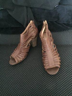 Braune Sandalen mit Absatz