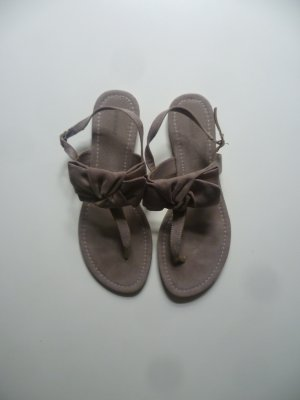 Braune Sandalen mit Schleifen von Graceland, Zehentrenner, Sommer, Romance