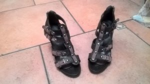 Braune Schnallen-High Heels
