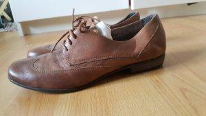 braune Schnürschuhe aus Leder