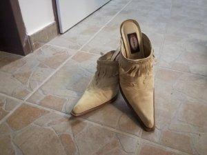 braune Schuhe mit Franzen
