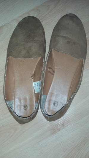 Braune Slipper in Wildleder- Optik