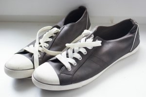 braune Sneaker (G40)