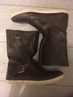 Braune Stiefel von Lacoste