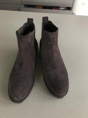 Braune Stiefelette, Wildleder