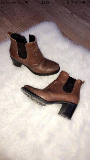 Braune Stiefeletten aus Leder von Varese