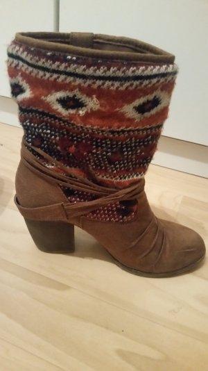 Braune Stiefeletten mit Aztekenmuster