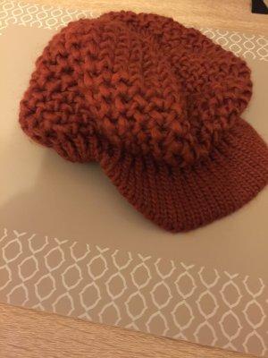 Braune Strickmütze / Mütze / Kappe mit Schild