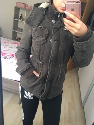Braune taillierte Jacke