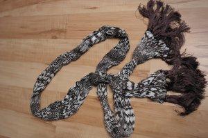 braune- weißer Schal mit Fransen