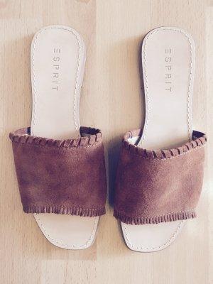 Braune Wildleder Sandalen mit kleinen Fransen