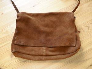 Braune Wildledertasche zum Umhängen