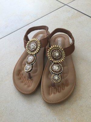 Sandalo infradito con tacco alto color cammello Finta pelle