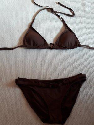Brauner Bikini mit Gürtel und Push Up Einlage zum herausnehmen.