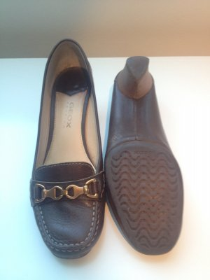Brauner Geox Business Schuh mit Goldschnallen