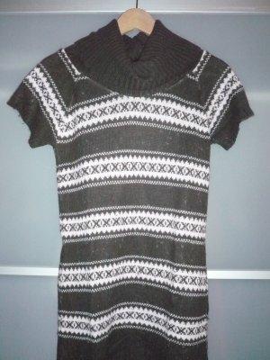 Brauner langer Pullover mit weiten Rollkragen und kurzen Ärmeln