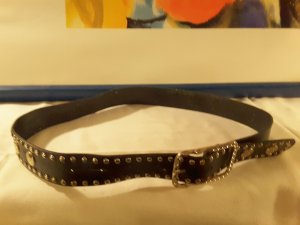 Brauner Ledergürtel  Imitatmit Nieten Muster . Länge 105 cm , Breite 3,5 cm