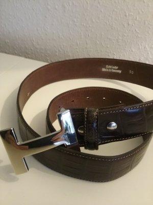 Brauner Ledergürtel mit silbernen  H Verschluss   Länge  90 cm