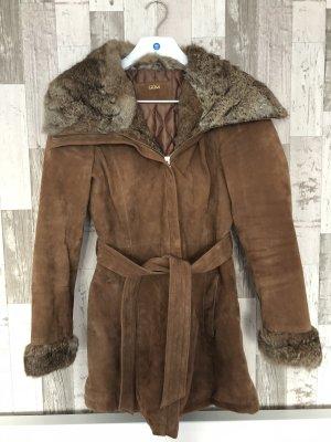 Brauner Mantel aus Wildleder und Pelz