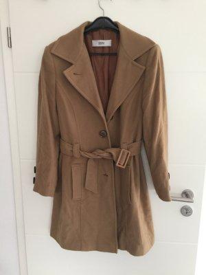 Brauner Mantel lang mit Gürtel