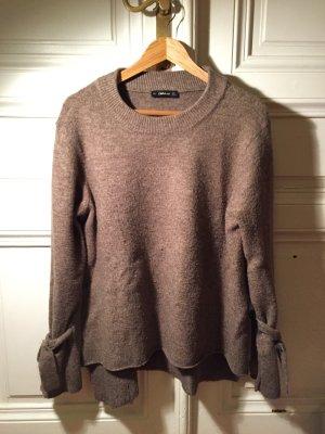 Brauner oversize Pullover mit langen Ärmeln zum Binden