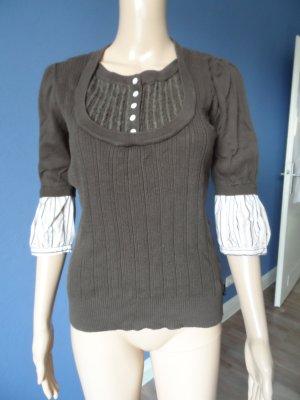 Brauner Pullover im Lagenlook