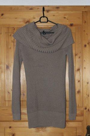 Brauner Pullover mit großem Kragen