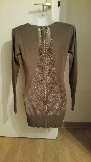 Brauner Pullover mit Rückenausschnitt