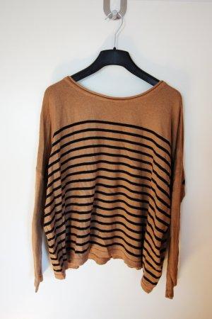 Brauner Pullover mit schwarzen Streifen