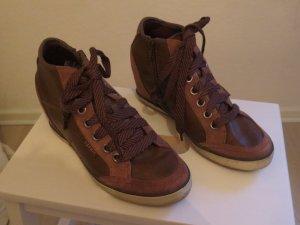 brauner Schuh mit Absatz von Esprit