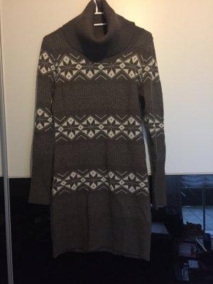 Brauner Strickpullover mit Muster