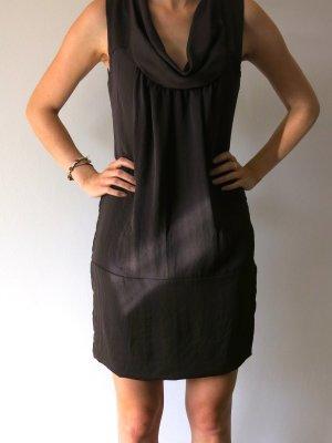 Braunes Kleid mit Wasserfall-Ausschnitt