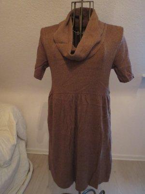 braunes süßes Kleid passt super zu Stiefeln