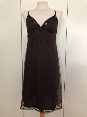 Braunes zweilagiges Kleid mit Pailletten am Ausschnitt