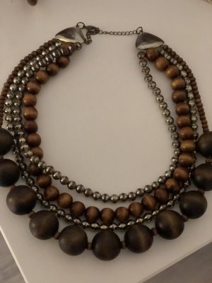 Collar marrón-color oro