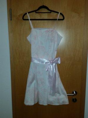 Brautjungfernkleid sucht neue Besitzerin