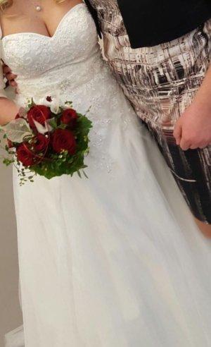 Brautkleid aus erster Hand zu verkaufen