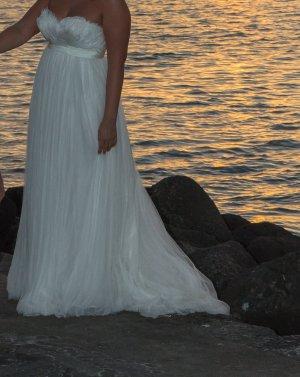 Brautkleid aus Federn & Tüll