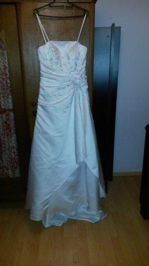 Brautkleid bestickt