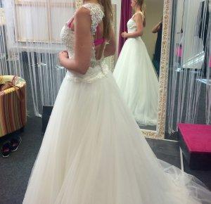"Brautkleid der Marke Mori Lee ""komplett neu"""